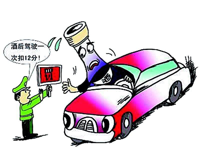修订后的《机动车驾驶证申领和使用规定》自今年1月1日起正式施行,因其多项违规被大幅提高记分值,被称为史上最严交规。在网络上和广大司机中流传着一些关于新规的解读,版本众多,让人真假难辨。近日,记者查阅123号令,并向区交管部门核实相关信息,结合对司机、驾校教练、学员的采访,为您详细解读交通新规和驾考新规。 1.盘点记分部分新变化   新规实施,广大司机最关心的莫过于记分标准,下面盘点几个记分新变化。   新规之一   上道路行驶的机动车未悬挂或不按规定安装号牌和故意遮挡、污损等违法行为记分,将由原来