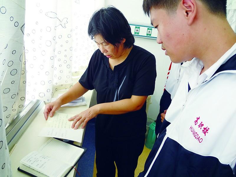 记者匆忙赶到青岛大学医学院附属医院黄岛分院,见到了面容憔悴的刘燕