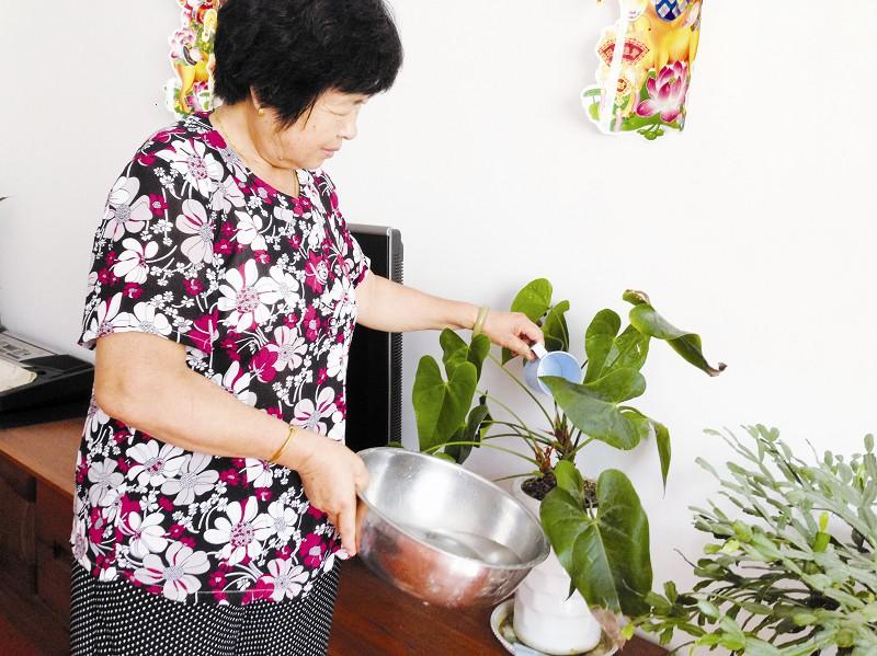 比如冲马桶,洗拖把,还适合养花