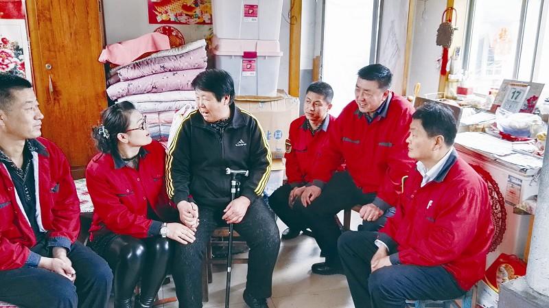 """【青岛真情巴士""""一家人""""敬老团队志愿者帮助65岁老人照顾家人】"""