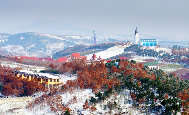 据记者了解,青岛藏马山国际旅游度假区位于新区藏马山南麓,开城路